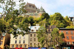 Квебек временно приостанавливает поток выпускников