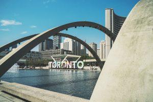 Профессионалы-иммигранты почти незаметны на рынке труда Торонто