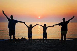 Семейное спонсорство ожидает облегчение обработки заявок