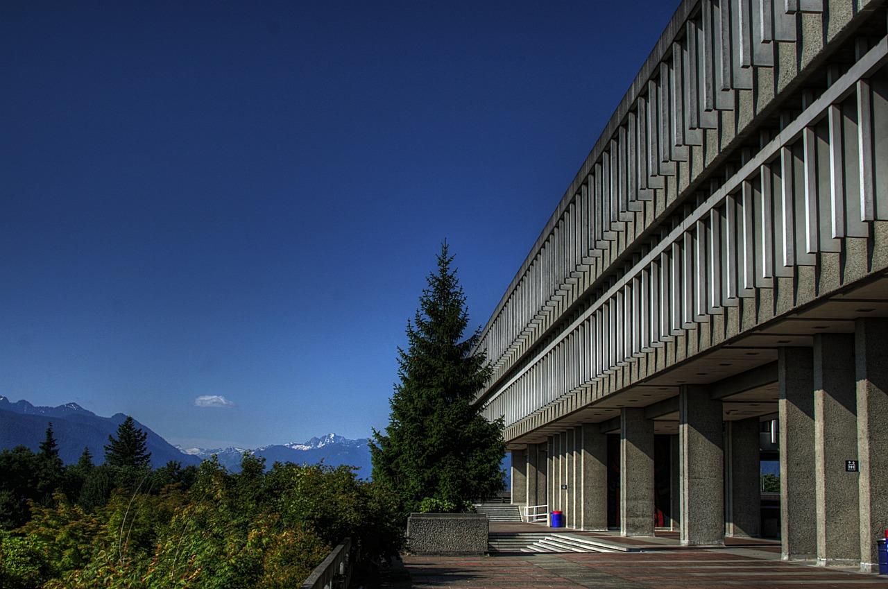 Как учебные заведения Канады помогают иностранным студентам?